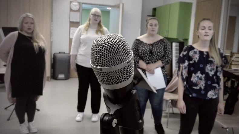 suomipopin naiset, laulaminen, lauluryhmä, laulunopetus tampere